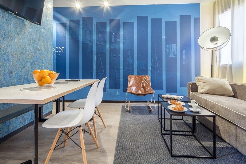 New Bright quiet 2 bedroom in Eixample, vacation rental in Vallmanya