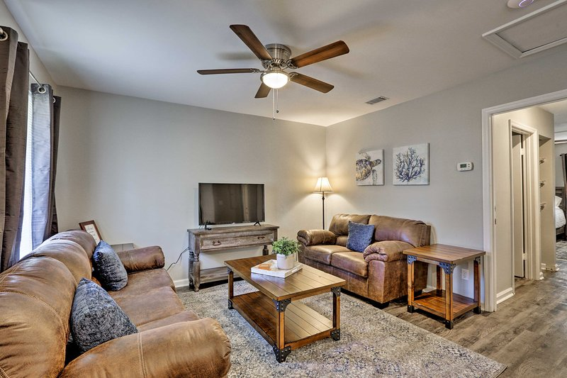 Apartment < 1 Mi to Florida State University!, holiday rental in Tallahassee