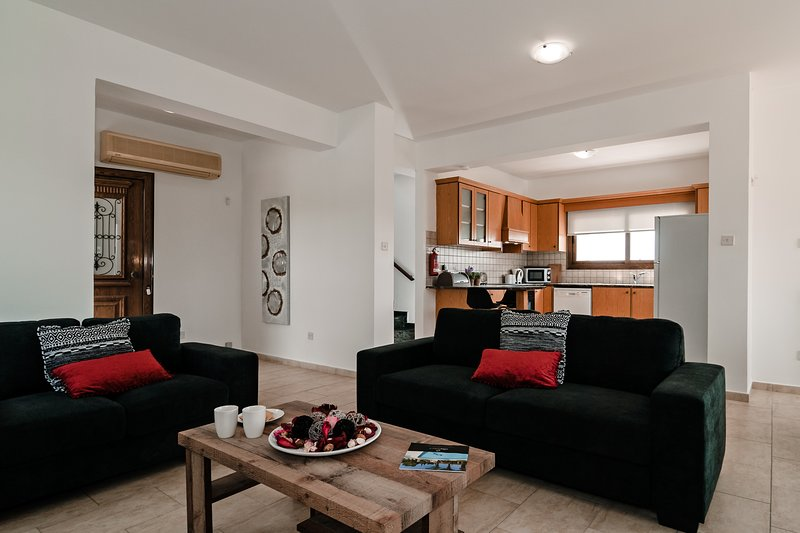 Wondrous Villa Daniella Updated 2019 3 Bedroom Villa In Kissonerga Unemploymentrelief Wooden Chair Designs For Living Room Unemploymentrelieforg