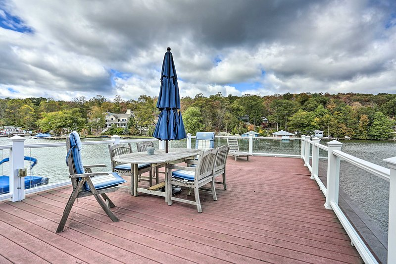 Lake Hopatcong Family Home w/Boat Slip & Dock, vacation rental in Parsippany