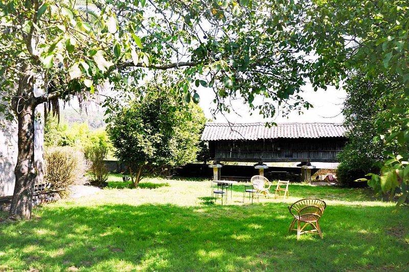 Spacious house with garden & Wifi, casa vacanza a Cuntis