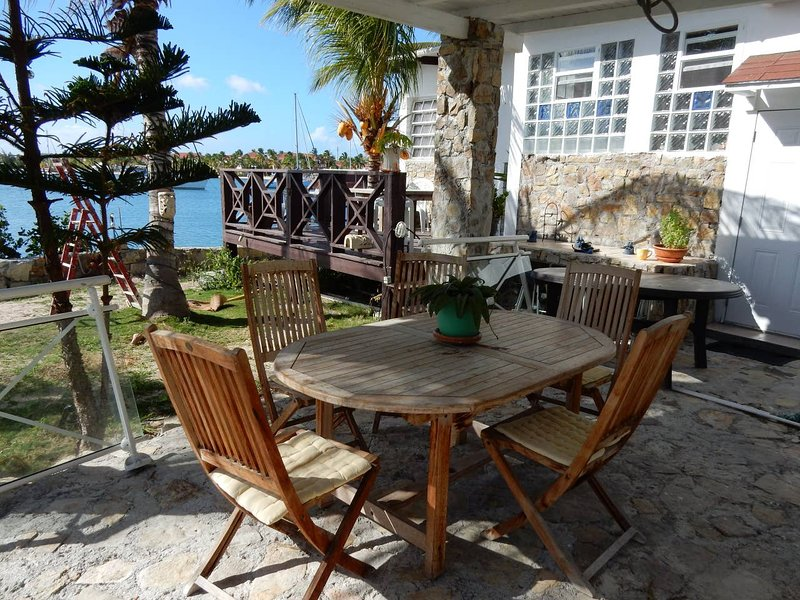 Nice house with sea view & terrace, holiday rental in Baie Nettle