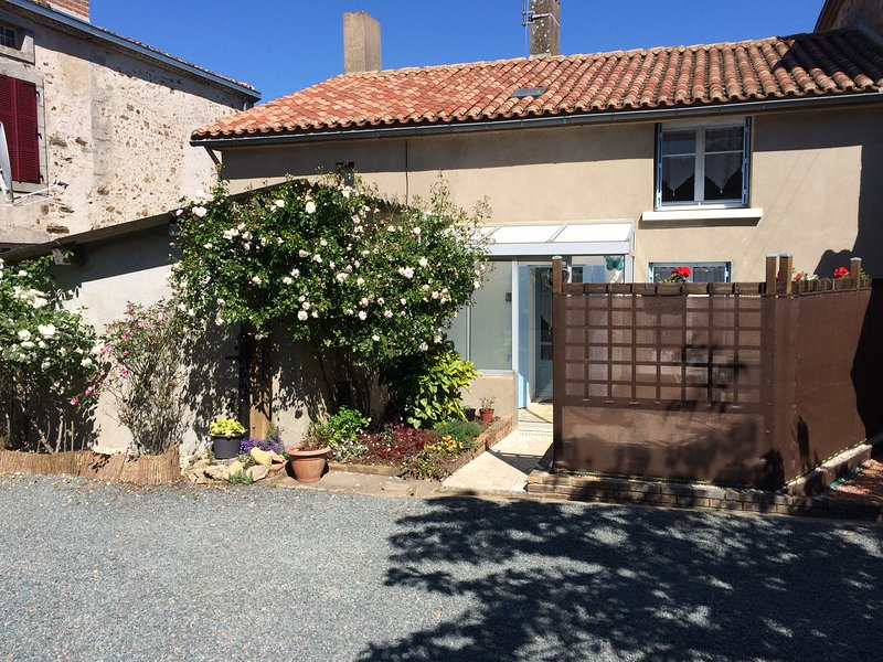 Les Papillons, a typical French town house in quiet village location., holiday rental in Saint-Aubin-le-Cloud