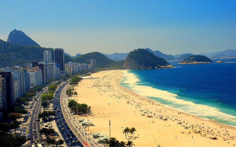 Copacabana apartment with beach view from 3 windows, holiday rental in Itaipuacu