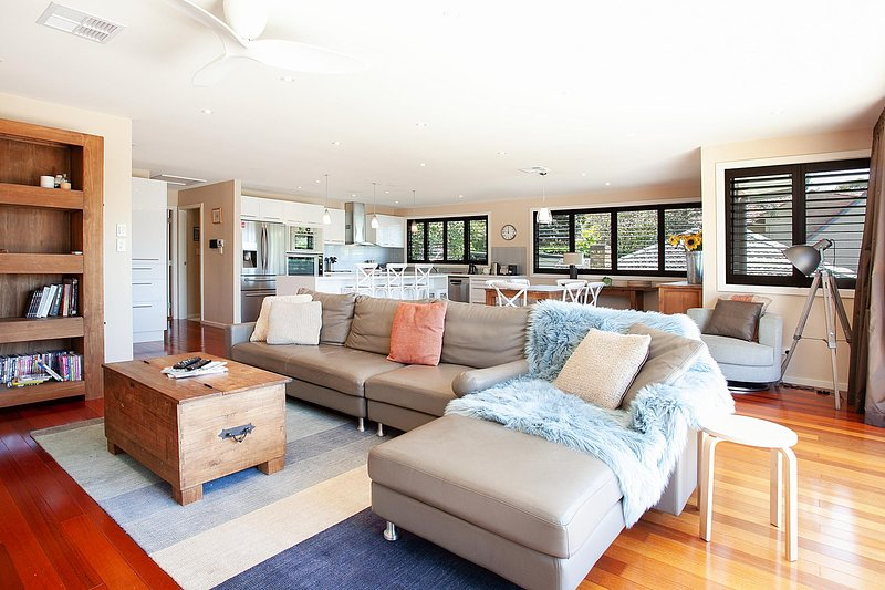 Spacious Family Entertainer Minutes From Manly Beach, holiday rental in Balgowlah
