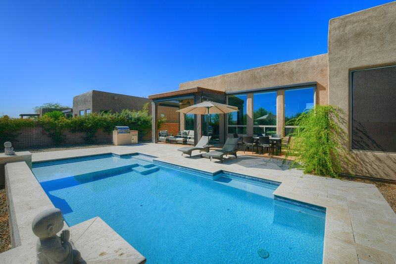 Beautiful, contemporary home w/ gorgeous views, a private pool, & gas grill, vacation rental in Tortolita