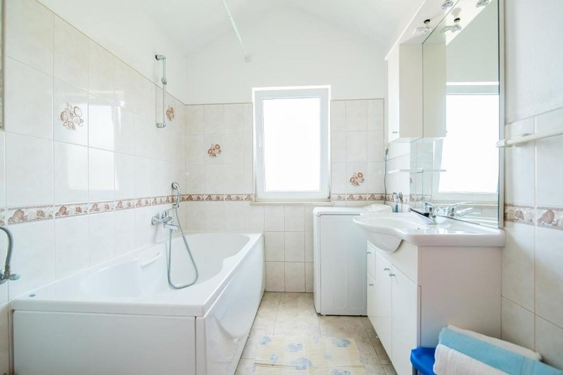 A2 (3 + 2): salle de bain avec toilette