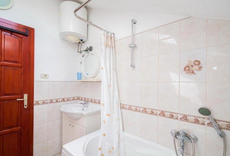 A1 (3 + 2): salle de bain avec toilette