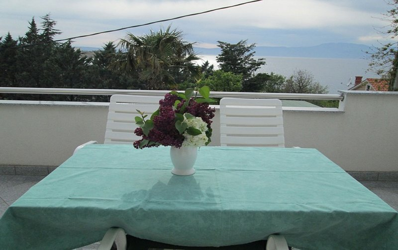 Dinka - 40 m from sea :  A1(2+2) - Omisalj, holiday rental in Omisalj