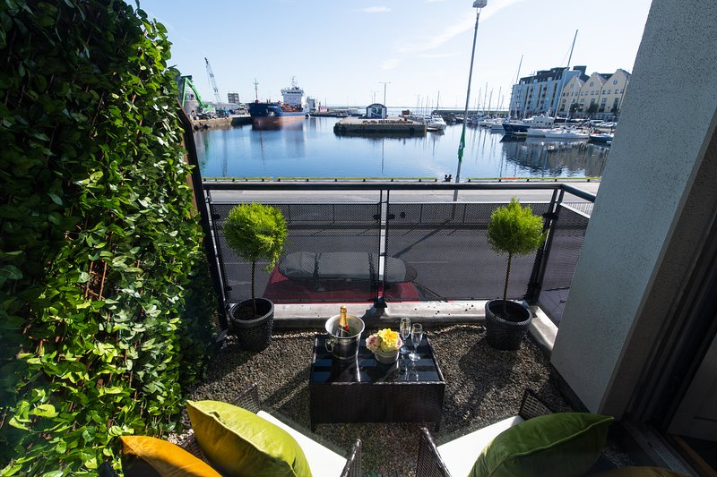 Sea View - Luxury City Center Apartment - Best Location, vacation rental in Galway