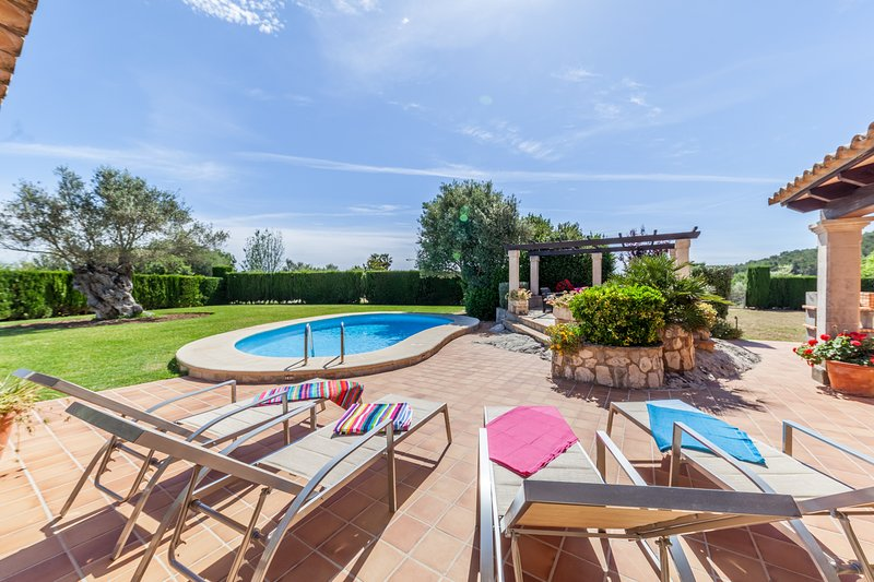 Luxurious Villa Tia with Large Gardens and Excellent Holidays Chalet in Puerto Pollensa