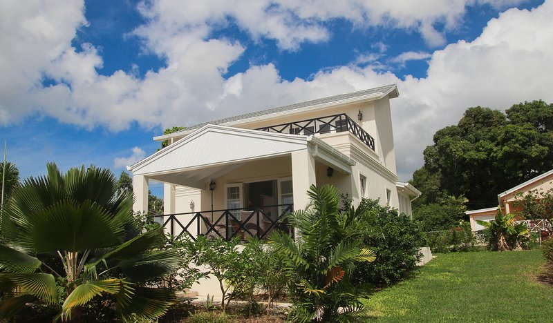 Gorgeous Four Bedroom Located on the West Coast, holiday rental in Trents