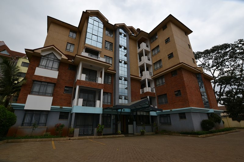 Elegant 2 bedroom apartment with master en suit.Serviced and furnished, holiday rental in Nairobi