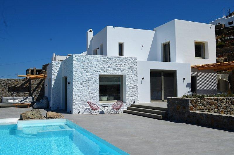 ✬Sunny ✬New panoramic view luxury villa ✬ Gym ✬ Hammam ✬, aluguéis de temporada em Agios Stefanos
