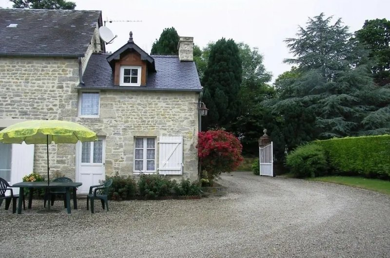 Beautiful house with garden & Wifi, location de vacances à Le Molay-Littry