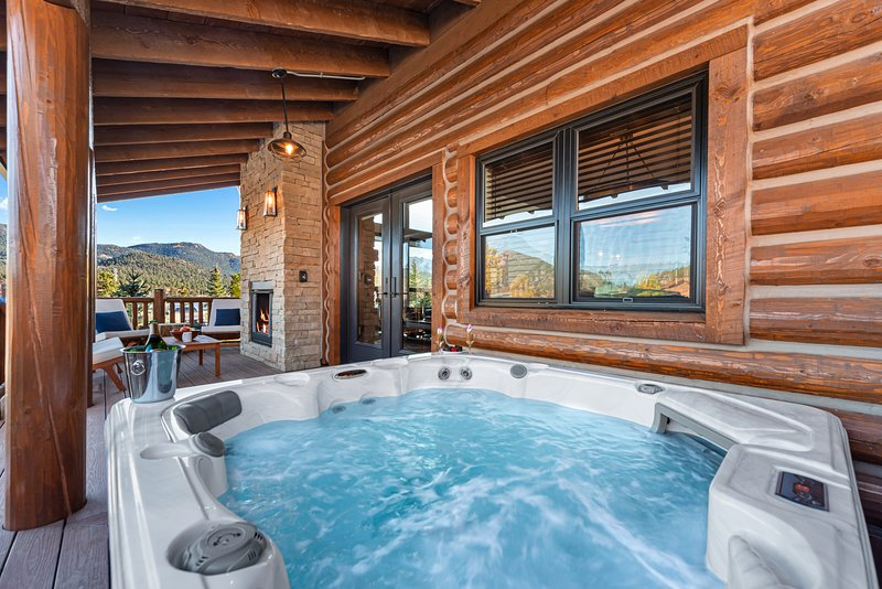 Brand new! Located on Lake Estes, Private Jacuzzi, Indoor/Outdoor Fireplace, vacation rental in Estes Park