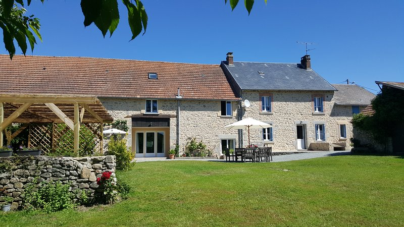 Nice house with pool access & Wifi, vacation rental in Saint-Maurice-la-Souterraine