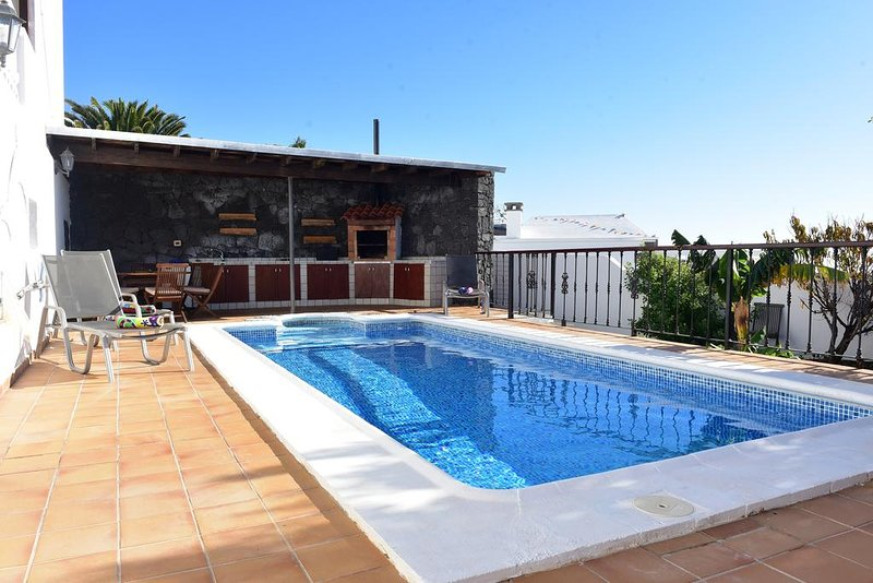Spacious villa with swimming-pool, vacation rental in Masdache