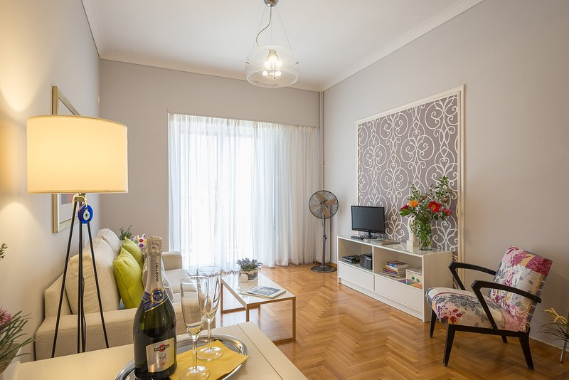 APARTMENT DORA  ,service with style!, holiday rental in Kaisariani