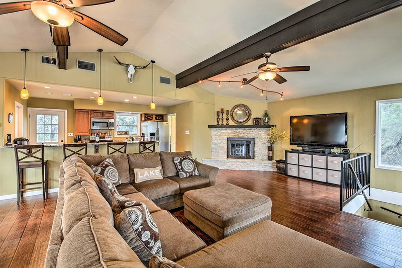 Host your next group getaway or special event at this Canyon Lake home!