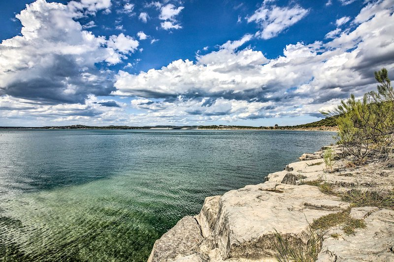 Ready for these waters to be yours? Book your Canyon Lake trip today!