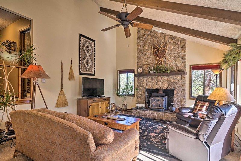 Goditi il classico fascino del Colorado in questa casa di Woodland Park!