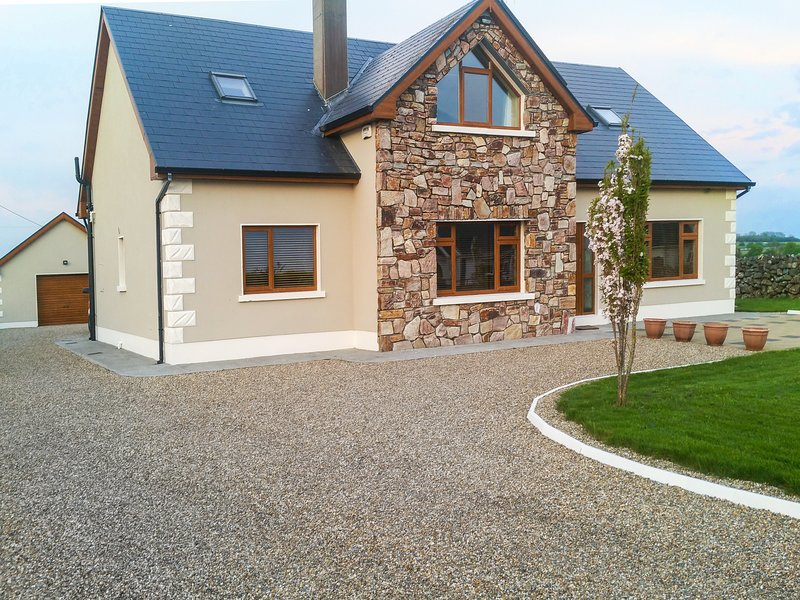 A Country View Cottage, Athenry, county galway, vacation rental in Kilchreest