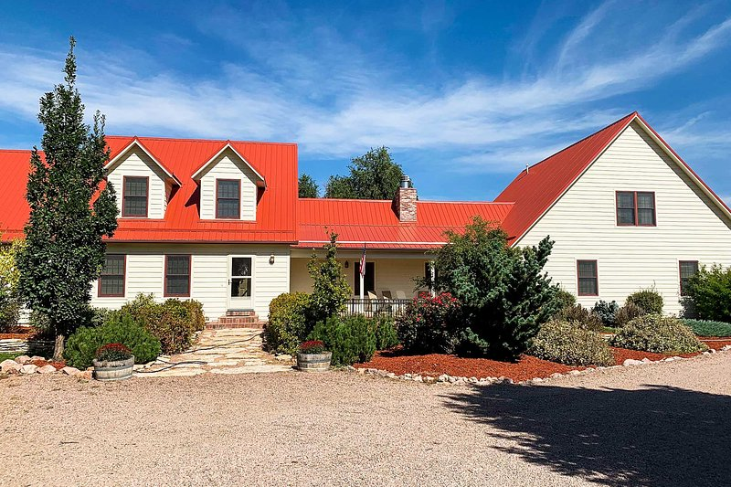 Spacious Cañon City Retreat Near Trails & Rafting!, vacation rental in Canon City