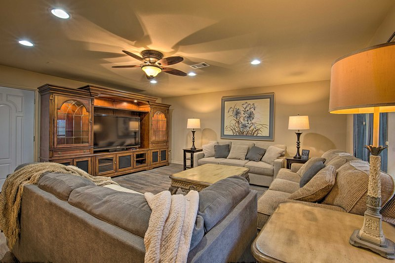 Cozy Family Home w/ Fire Pit, 4 Mi to Lake Fork, holiday rental in Quitman