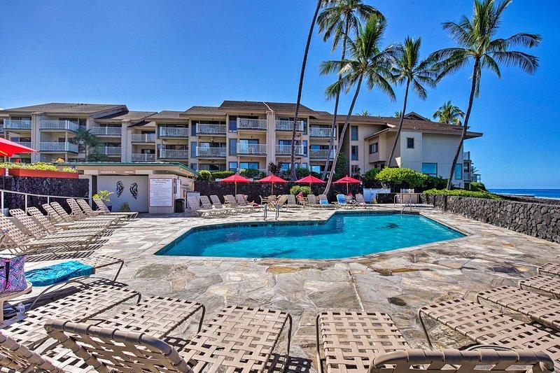 Oceanfront Kona Condo w/Lanai, Walk to Beach!, holiday rental in Kailua-Kona