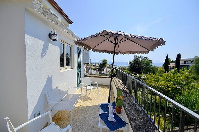 San Nicola A Mare Villa Sleeps 4 with Air Con - 5817022, Ferienwohnung in San Mauro Cilento