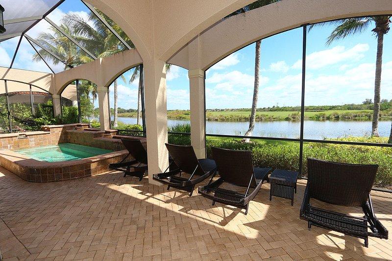 Pool/Lounge