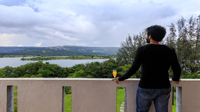 Jal - by the bay by Vista Rooms, vacation rental in Pune District