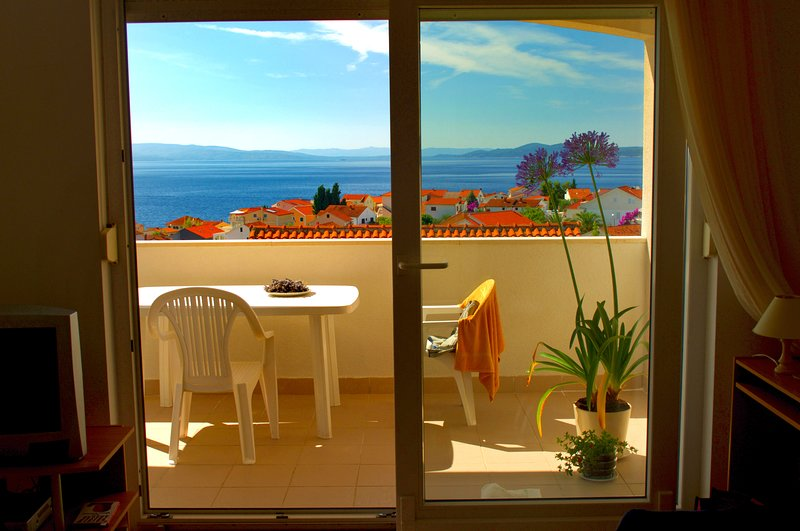 3* Sea View Apartment with Swimming Pool – semesterbostad i Trogir