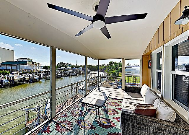 Private Dock, Boats & Bikes! Charming Canal-Side Condo w/ Screened Porch, holiday rental in Everglades City