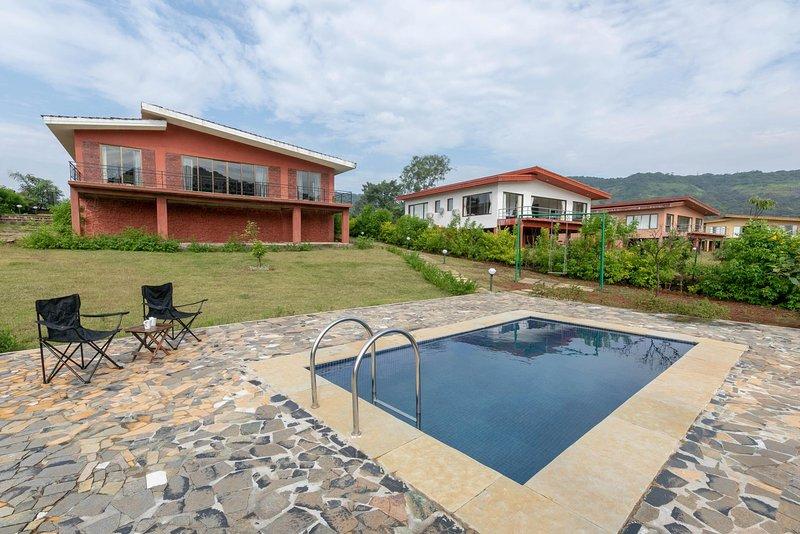 Vista exterior con piscina