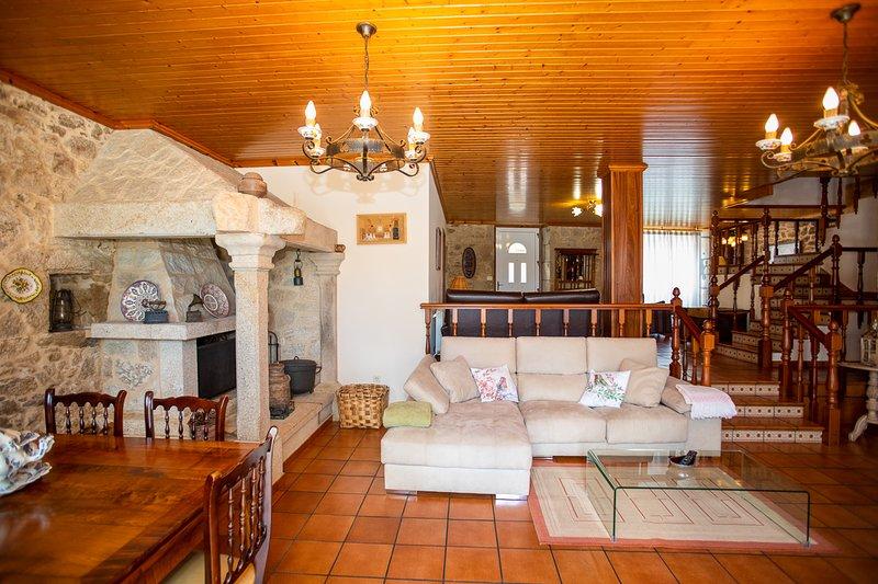 Souto de Torres Villa Sleeps 13 with Pool - 5816899, alquiler vacacional en A Estrada