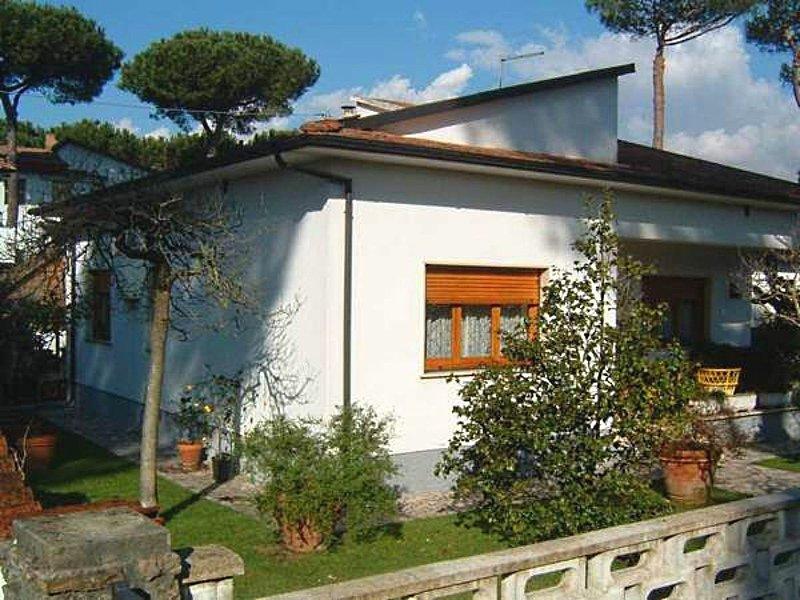 Villa Rosselli - Casa Rosselli, holiday rental in Poveromo