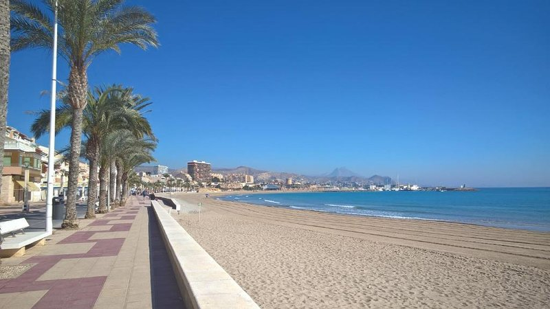 Sant Pere 139 Apartments, vacation rental in Campello