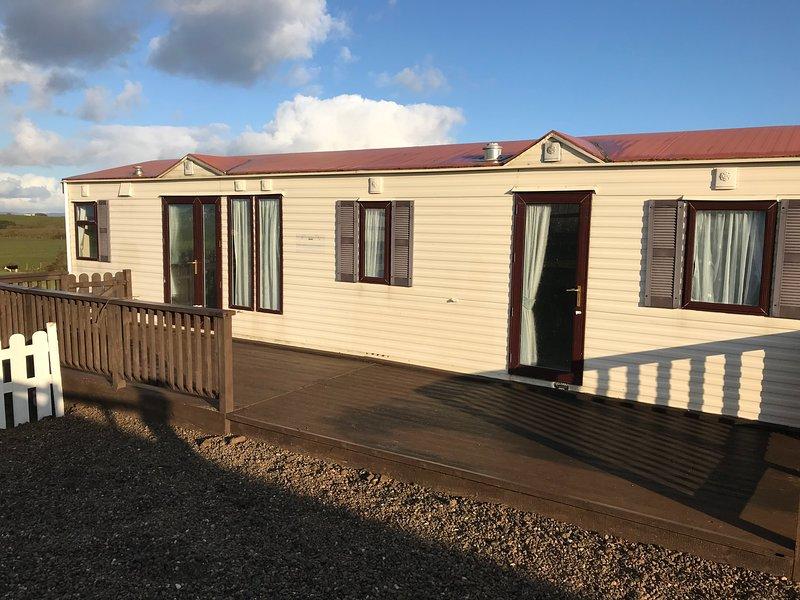 Unique Mobile Home with outstanding scenic views, location de vacances à Ballyshannon