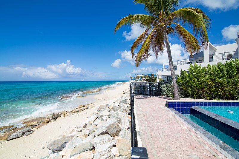 MARISOL... Light and airy townhouse at Point Blue in Pelican Key Estate, vacation rental in Sandy Ground