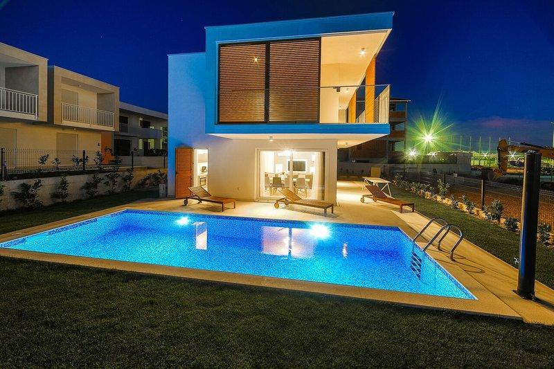 Villa Marie**** with pool!, location de vacances à Kastela