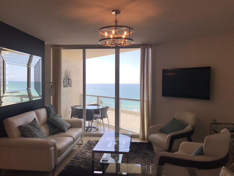 Magnificant oceanfront condo, breathtaking views, location de vacances à Sunny Isles Beach