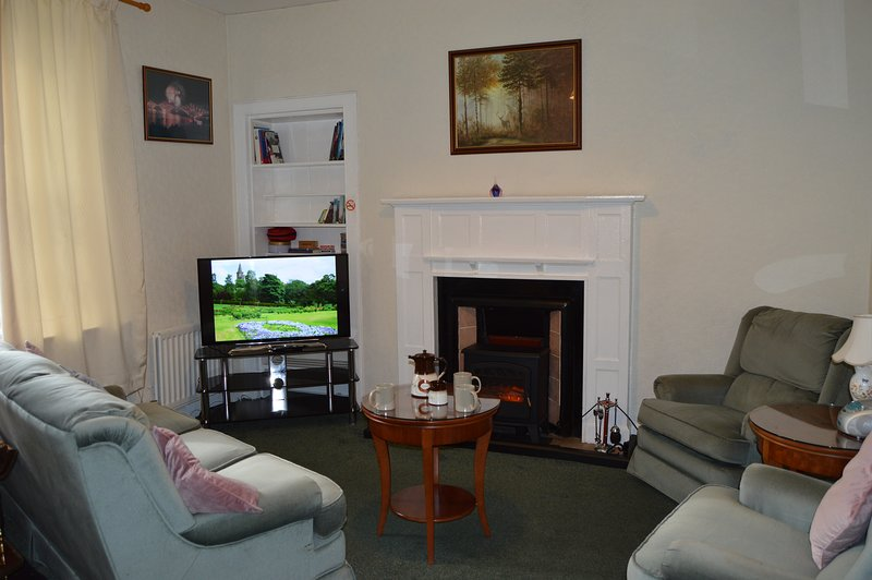 Holiday home in central Dunfermline, holiday rental in Newton