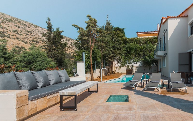 Athens Riviera Villa with pool - Eve, holiday rental in Thimari