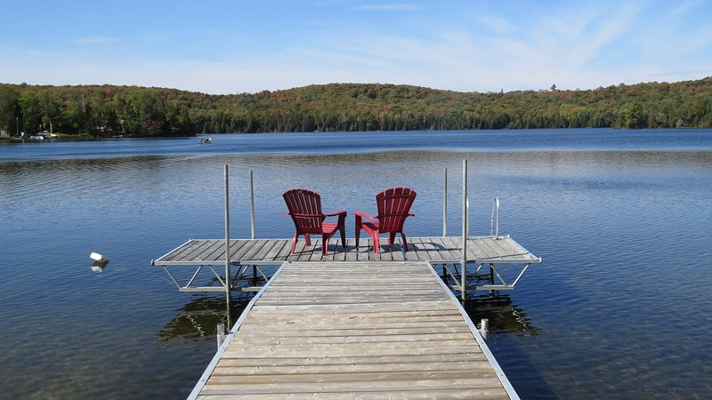 Beautiful Views, Amazing Sunsets (3 Bedroom Lakefront Cottage), vacation rental in Muskoka District