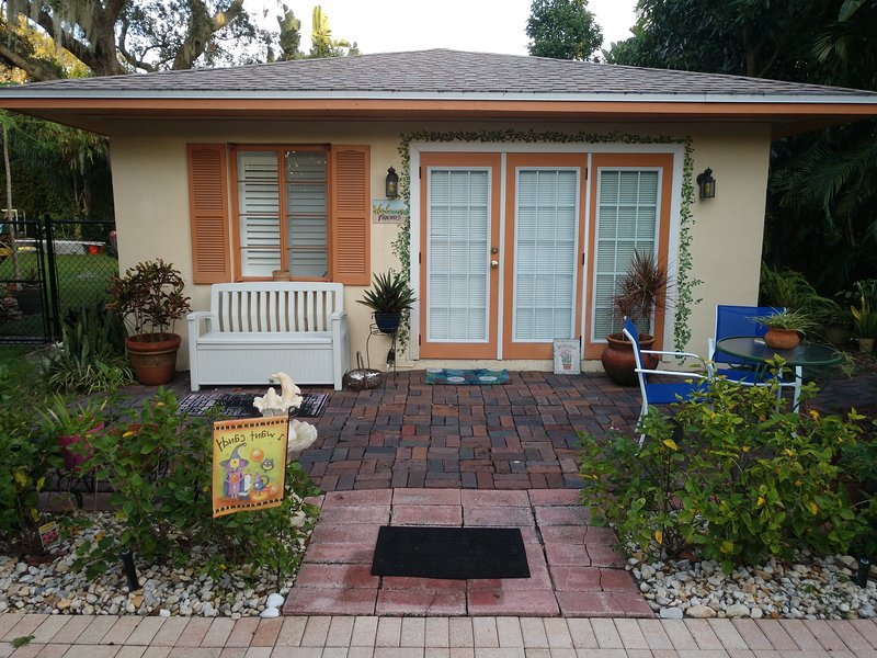 Cozy Cottage Clearwater, vacation rental in Clearwater