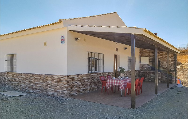 Awesome home in Olvera w/ WiFi, Outdoor swimming pool and 4 Bedrooms (EAC464), alquiler vacacional en Setenil de las Bodegas