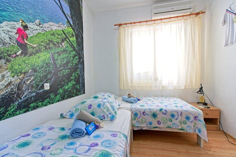 Budget Twin Room in Pomena S3, holiday rental in Govedari