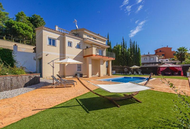 YourHouseInSpain - Casa Luna+Privatpool+Garten+WIFI+Grillplatz+ruhig, holiday rental in Vidreres